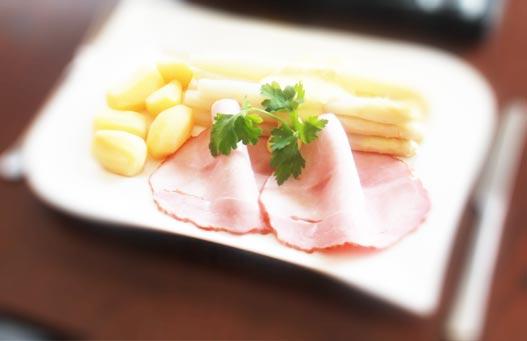 spargel-essen-weisswein-socialgastro-beratung-cologne
