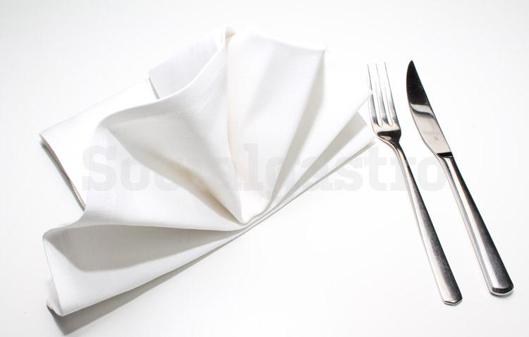 Restaurant Marketing von Soicalgastro Beispiel einer Produktfotografie mit Serviette und Besteck.