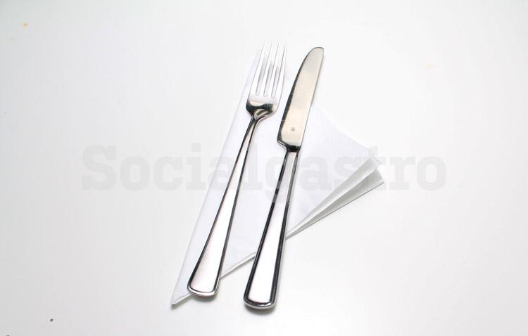 Serviette und Besteck als Beispiel einer Produktfotografie von Socialgastro für Marketing in Restaurants.