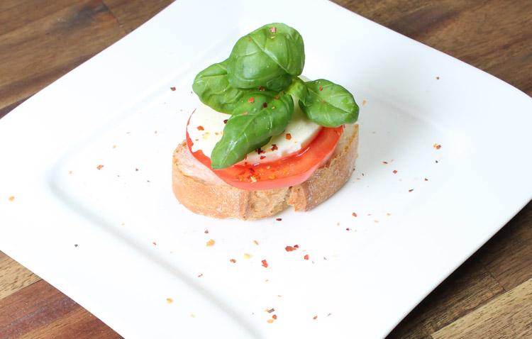 Produktfoto von der Vorspeise caprese gemacht von Socialgastro aus Köln für Restaurants.